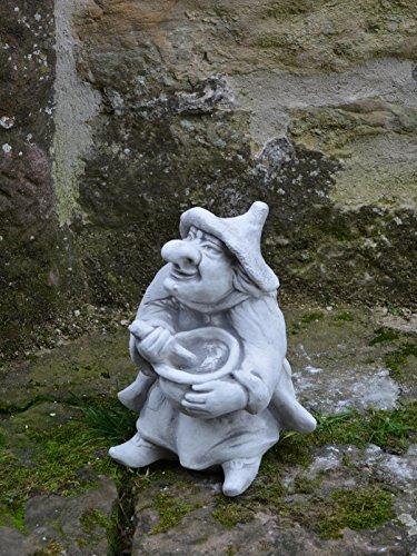 Lustige Hexe mit Kochtopf aus Steinguss, frostfest - 3
