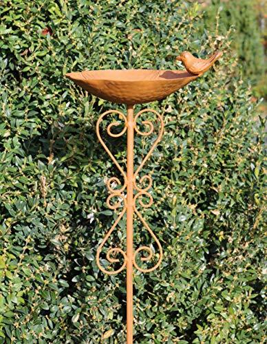 Vogeltränke mit Stab, Verzierungen in Herzform und Vogelfigur | Farbe: Rost-Braun | Maße: 21x18x100cm | Wundervolle Tränke für Haus & Garten