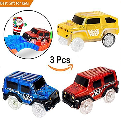 3 pezzi Magic Track Cars Sostituzione Race Track Cars per Magic Tracks Light up Glow in the Darkness Fast Track Racing Cars con 3 LED Lights per Boys and Girls Rosso Blu e Giallo
