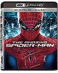 (4K Ultra Uhd+Blu-Ray) Peter Parker, abbandonato bambino dai suoi genitori, cresce con gli zii Ben e May. Ormai liceale, non ha amici e s'innamora della compagna di scuola Gwen Stacy. Un giorno il giovane scopre una misteriosa valigetta che appartene...