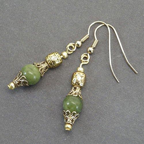 Thurcolas Ohrringe in natürliche Jade Perlen und filigrane perlenkappen in antike Goldfarbe