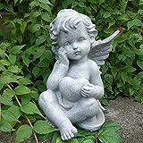 Sitzende Grabengel Engelsfigur mit Herz. Höhe 21,5cm. 1 Stück