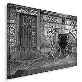 Feeby. Wandbild - 1 Teilig - 40x60 cm, Leinwand Bild Leinwandbilder Bilder Wandbilder Kunstdruck, GEBÄUDE, TÜR, FAHRRAD, ARCHITEKTUR, SCHWARZ-WEIß