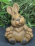 Geschenkidee Osterhasen - Steinfigur Hase groß sitzend Steinguss Hellbraun