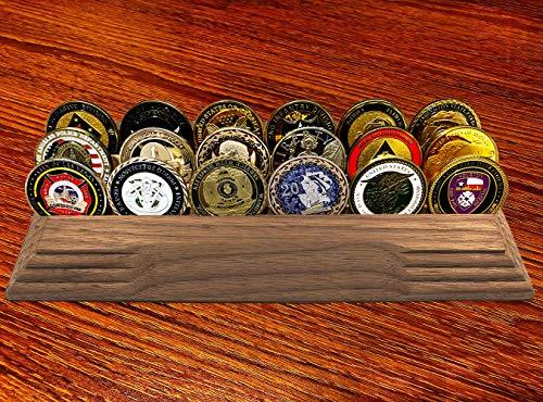 DIGTURTLE Digtle 3-reihige Challenge Münzdisplay (Massivwalnuss), Militär Münzhalter Dekoration, Münzständer, Platz für 14-19 Münzen, 3 Reihen, Rutschfeste Unterseite. -
