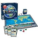 Terra es un juego de mesa para 2 a 6 personas, con mecánicas que combinan las características del trivial con un party game. Sin embargo, en está ocasión no es necesario acertar con la respuesta correcta, aquel que más rápido consiga acercarse a la s...