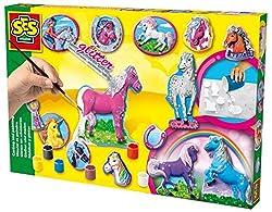 Mit diesem Set lassen sich tolle Medaillons mit Pferden aus Gips herstellen. Die Gipsmasse anrühren, in die Form gießen, aushärten lassen, mit den Farben bemalen und mit Glitzer verzieren.