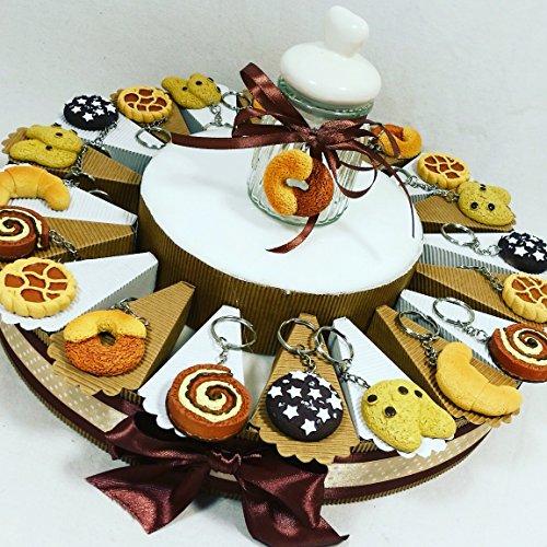Torta bomboniere compleanno portachiavi biscotti dolci e merendine con confetti bianchi