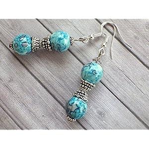 Thurcolas Ohrringe Blue Spirit Perlen blau getönt natürliche weiße Jade Perlen und tibetische Perlen