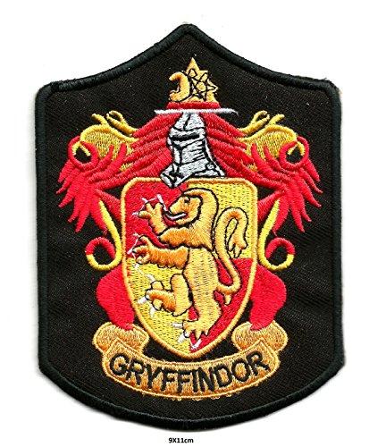 HP House of Gryffindor Eingesticktes Wappen Patch Harry Potter House Crest Schwarz Rot Braun | Applikation Stickerei Hohe Qualität Eisen auf Sew auf gestickten Patch Abzeichen Anwendung Motiv Badge für Kleidung Jacken T-Shirts Mäntel Taschen Hüte Geldbeutel (Jacke Bb Jeans)