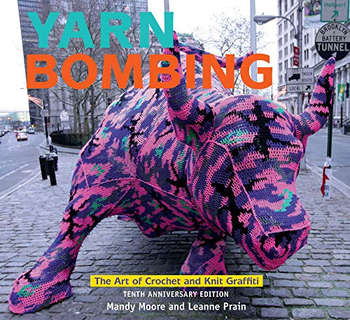 Yarn Bombing: The Art of Crochet and Knit Graffiti: Tenth Anniversary Edition (English Edition)