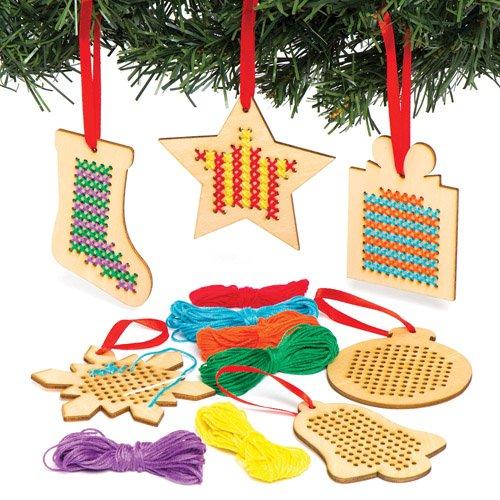 Baker Ross Kreuzstich-Bastelsets für Weihnachtliche Anhänger aus Holz für Kinder Zum Besticken und Aufhängen zu Weihnachten – Kreatives Stickset für Kinder und Anfänger (6 Stück)
