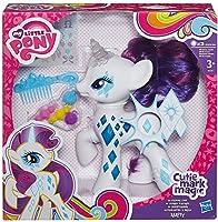 Bambola elettronica Rarity My Little Pony. Rarity è pronta a risplendere con i suoi Cutie Mark smaglianti e luminosi Pettina e acconcia la sua criniera, adorna il pony con la vasta scelta di accessori per acconciatura e poi premi il suo Cutie...