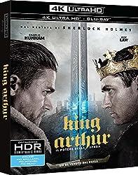 Quando il re di Camelot, Uther, viene tradito e ucciso da suo fratello Vortigern. Suo figlio si salva per miracolo, venendo poi cresciuto da prostitute in quel di Londinium, saranno proprio loro a chiamarlo Artu'. L'adulto Artu' e' uno scaltro delinq...
