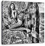 Monocrome, Bezaubernde Meerjungfrau hinter Felsen, Format: 70x70 auf Leinwand, XXL riesige Bilder fertig gerahmt mit Keilrahmen, Kunstdruck auf Wandbild mit Rahmen, günstiger als Gemälde oder Ölbild, kein Poster oder Plakat