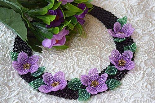 Perlenkette mit lila violett Blumen