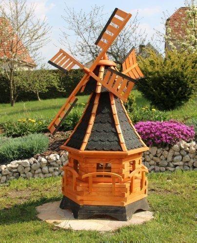 Große Windmühlen mit Windfahne und Solar
