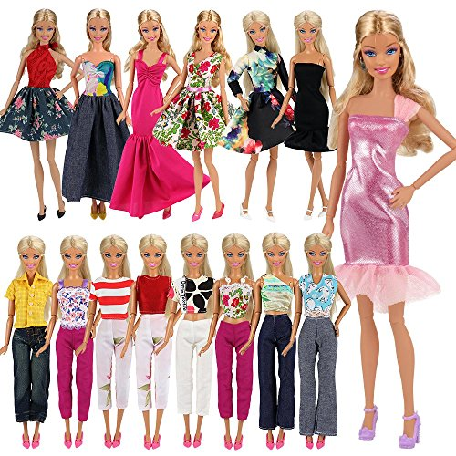 Lot 15 = Fashion 5 Partymoden Urlaubstag Kleidung Kleider Outfit mit 10 Paar Schuhen für Barbie Puppen Doll