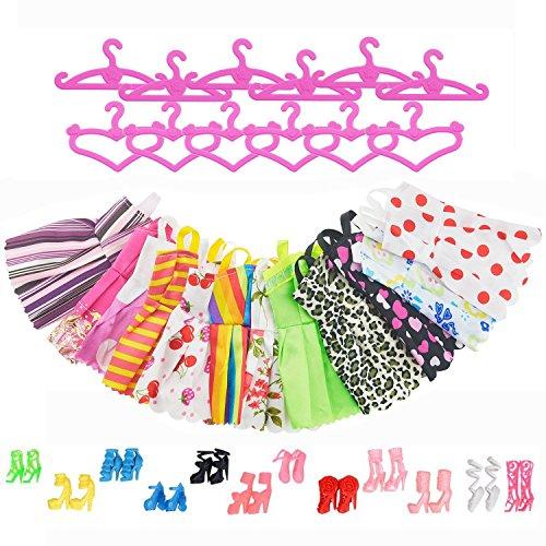 ASIV 12 Kleider, 12 Rosa Kleiderbügel, 12 Paar Schuhe und Stiefel gemischt Zubehör für Barbie Puppen (36 Stück)