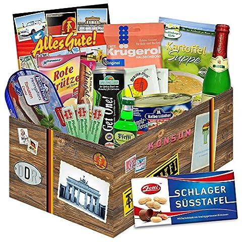 """Ostprodukte """"DDR SPEZIALITÄTEN BOX"""" Geschenkverpackung mit Ostmotiven. DAS Ostprodukte Geschenk mit bekannten DDR Produkten wie Halberstädter Schmalzfleisch, rote Grütze Himbeer, Pfeffi. Für Ostalgiker ein tolles Geschenk. Traditionsprodukte und Kultprodukte im Geschenkset aus Ostdeutschland ++ Ostpaket DDR Geschenkbox DDR Produkt DDR Box Waren DDR Geschenk für den Mann DDR Muttertagsgeschenke und Vatertagsgeschenke (Tv Set Kostüm)"""