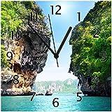 Wallario Glas-Uhr Echtglas Wanduhr Motivuhr • in Premium-Qualität • Größe: 30x30cm • Motiv: Felsenschlucht am Meer in Thailand