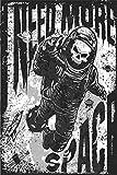 Postereck - Poster 2031 - Retro Plakat, Need More Space Totenkopf Raum- Anzug SW Größe 4:3-61.0 cm x 45.5 cm