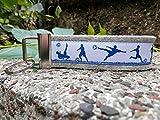 Schlüsselanhänger Schlüsselband Wollfilz hellgrau Fußball weiß blau!