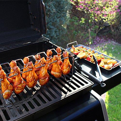 617xvzDNWxL - Amazy Hähnchenschenkel Halter inkl. Auffangschale + BBQ-Pinsel + Bratzange - Hochwertiger Geflügelhalter aus Edelstahl für gleichmäßig gegarte Hähnchenkeulen aus dem Backofen oder vom Grill