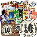 Zum 10 Jubiläum | Spezial Geschenk Box | Geschenk Ideen | Zum 10 Jubiläum | inkl Markenbuch | DDR Paket | Jubiläum 10 Jahre Kollegin | mit Gurken Snack Get One, Pfeffi Stangen und mehr