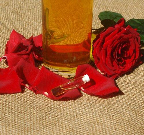 Preisvergleich Produktbild Naturix24 - Rosenöl aus Bulgarien - 1 ml