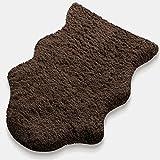 Kunstfell Teppich Maja | extra weich | kuschlig handgetuftet | 100% Polyester | braun | Wohnzimmerteppich / Bettvorleger / Badematte / Stuhlauflage in 2 Größen (60 x 90 cm)