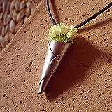 Nuevo diseño 'Ramo de flores'. Collar en Plata de ley y flores secas. Elegante colgante de diseño único. Collar original y con mucho estilo. Le encantará! Cuerda en piel de alta calidad incluida en el precio.