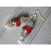 Orecchini Charms Thurcolas modello Manhattan con perline in metallo e vetro rosso.