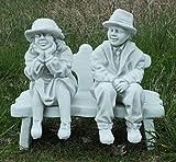 Oma und Opa auf der Bank / weiß mit Schattierungen (A234), Gartenfiguren aus Steinguss, Höhe: 42/46 cm, Gewicht: 24 kg