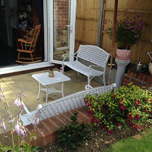 Lazy Susan – JULY Gartenbank und SANDRA Quadratischer Kaffeetisch – Gartenmöbel Set aus Metall, Weiß (Grünes Kissen) - 5