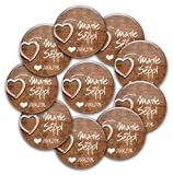 10er Set personalisierte Hochzeits-Anstecker 'woodenHeart': Buttons Ø 56mm mit Namen und Datum individualisiert