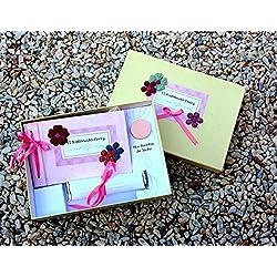 Libro del Ratoncito Pérez Beige con flores de colores y su caja para guardar los dientes, hecho a mano y personalizado con el nombre de la niña