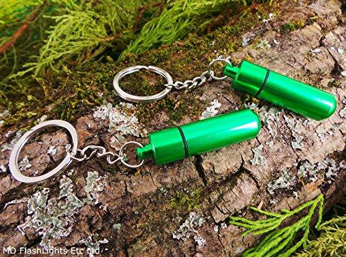 EDC-Schlüsselanhänger mit Kapsel mit Magnesiumpulver, Metall, toll für Überlebenstraining, Grün, 2 Stück (Schlüsselanhänger Fire Starter)