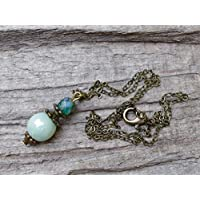 Vintage Halskette mit Anhänger aus böhmischen Glasperlen - perdidot, mint-grün & bronze