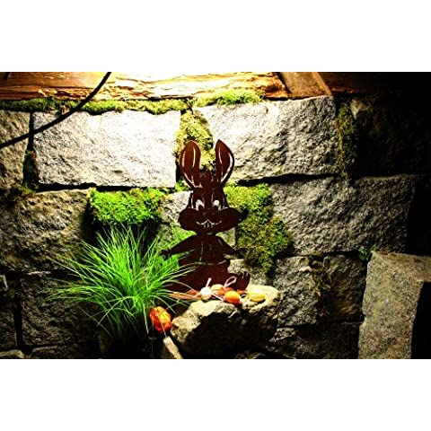 Baby pregiata ruggine Coniglio con pannolino su piastra decorazione giardino Pasqua