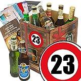 Geburtstagsgeschenke für Männer zum 23. - Geschenkbox mit Bier mit Bieren der Welt + gratis Bierbuch + Geschenk Karten + Bier - Bewertungsbogen Bierset + Bier Geschenk + Personalisierte Geschenk-Box - 23 Geschenkidee Bier Geschenk + Besser als Bier selber machen oder selbst brauen + Geschenk für Mann zum 23. Geburtstagsgeschenk für Freund Geschenkidee mit Bier Bier zum 23. Geburtstag Geschenk für den Freund 23 Präsentkorb 23. Geburtstag Geschenke für Männer zum 23. Geburtstag