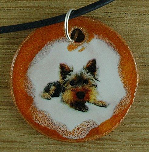 Echtes Kunsthandwerk: Schöner Keramik Anhänger mit einem Terrier; Hund, bester Freund, Andenken, Geschenk, Kette