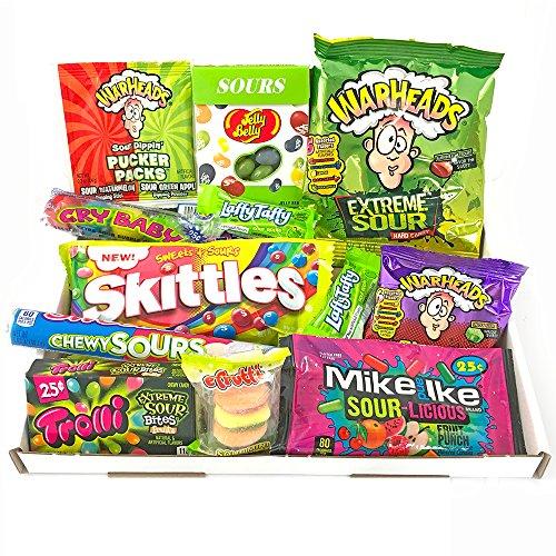 Geschenkkorb mit sauren amerikanischen Süßigkeiten | Super Saures Geschenkset aus den USA | Auswahl beinhaltet Warheads Extreme, Sour Jelly Beans, Cry Baby Gum | 12 Produkte in einer tollen retro Geschenkebox