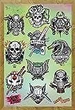 Suicide Squad - Tattoo Parlor - Retro Druck Plakat Film Poster - Größe 61x91,5 cm + Wechselrahmen der Marke Shinsuke® Maxi aus schwerem MDF Holzfaserwerkstoff, Holzoptik Eiche Nachbildung - mit Acrylglas-Scheibe.