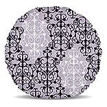 Excellent rétro damassé en noir et blanc sur un fond doux violet. Élégante et gothique.Ce beau coussin de décoration d'intérieur est si doux et moelleux, vous ne peut pas résister caressant elle. Un excellent ajout à toute salle de séjour, chambre, d... [Méridienne]
