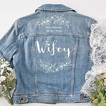 """personalisierte Jeansjacke """"Wifey"""" mit Blumenkranz"""