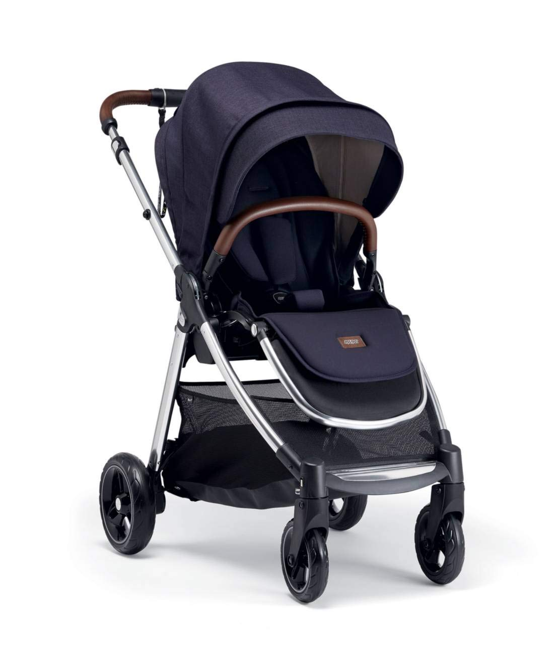 Mamas & Papas Flip XT3 Pushchair - Dark Navy Mamas & Papas PUSHCHAIR - Our lightweight Flip XT3 pushchair is perfect for handling busy streets FOLDABLE - This pushchair can be stored away quick and compact with the easy one handed fold FEATURES - The lie-flat position supports natural, healthy sleep while the UPF 50+ large hood & air vent provides cooling protection from the sun 1