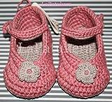 Patucos Merceditas para bebé de crochet, de color Rosa palo y gris claro, 100% algodón, tallas de 0 hasta 12 meses, hechos a mano en España.