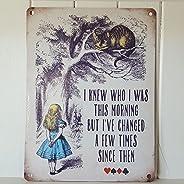 لوحة جدارية معدنية من OMSC مطبوع عليها Alice in Wonderland I Knew who I was This Morning Cheshire Cat Vintage