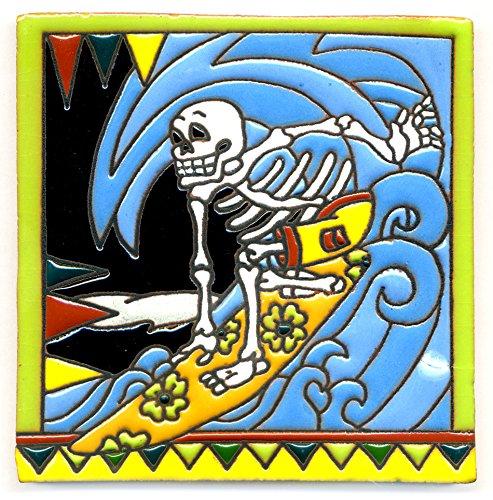 Dekofliese 004 Skelett - Surfer auf Waveboard, Wellenreiter - 15x15 cm, handgemacht aus Mexiko z.B. als Untersetzer für Surfer, Gothic, Gag, Halloween, Dia de los muertos.